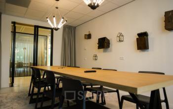 marten meesweg rotterdam alexander vergaderruimte tafel stoelen design kantoorpand SKEPP
