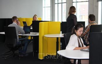 flexwerkplekken open ruimte 2e verdieping kantoorpand rotterdam