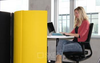 flexwerken laptop professional in kantoor rotterdam