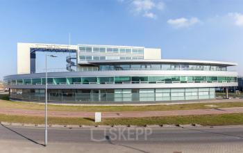 Kantoorgebouw huren aan Rotterdam Vareseweg dichtbij vliegveld