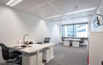 ingerichte kantoorruimte gemeubileerd werkplek Amsterdam schiphol