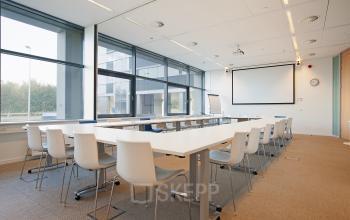 vergaderruimte vergaderkamer meubilair presentatie kantoorgebouw