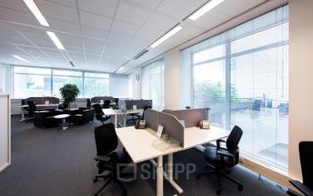kantoorruimte op maat te huur schiphol kantoor meubilair ramen uitzicht rustige werkplek