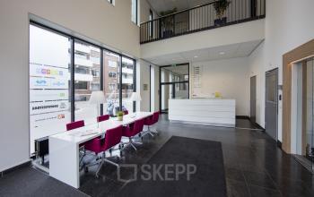 gemeenschappelijke ruimte kantoorpand lange tafel flexwerken tilburg hart van brabantlaan