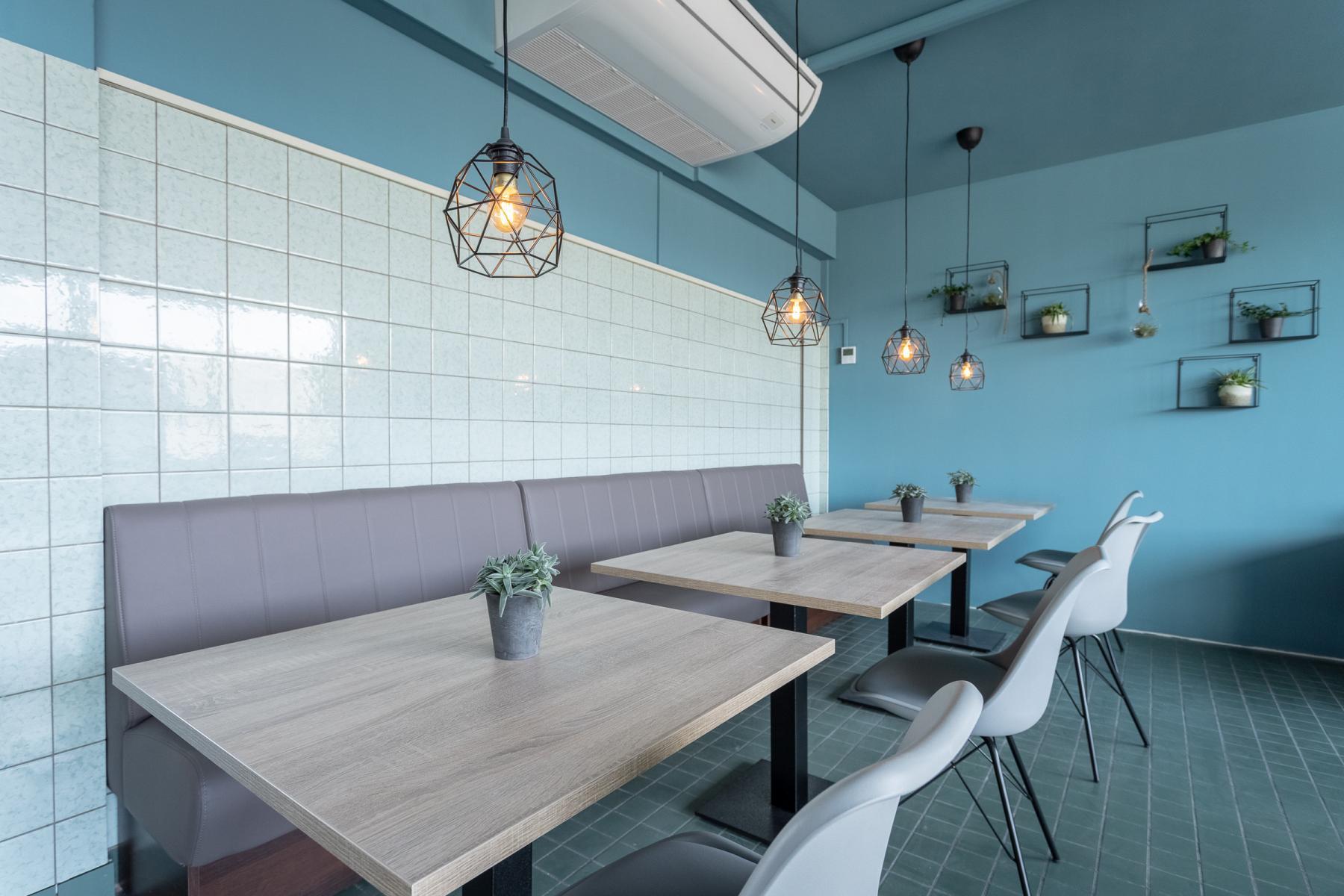 Nette kantine met nieuw meubilair kantoorruimte flexplekken Utrecht