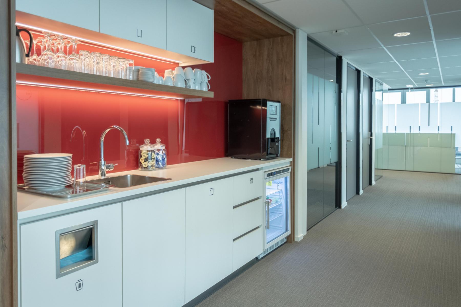 Keuken Utrecht parijsboulevard kantoorpand lunchroom