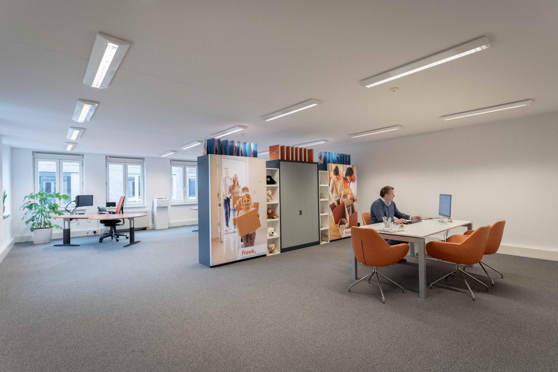 Ruim licht strak kantoor Utrecht Middenburcht