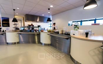 Spacious canteen with different lunch options