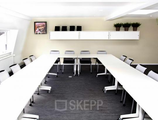 meeting room utrecht white table chairs