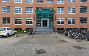 entree kantoorpand Newtonlaan Utrecht