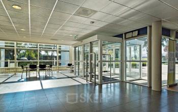 utrecht zonnebaan kantoor moderne ingang entree tafel stoelen