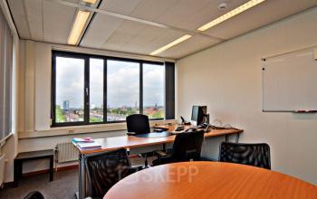 gemeubileerde kantoorkamer presentatiemogelijkheden utrecht tafel stoelen overleg