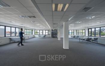 kantoorruimte op maat persoon tafel stoelen huren utrecht