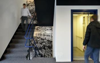 trappenhuis lift muurschildering personen kantoorgebouw utrecht kobaltweg central business park