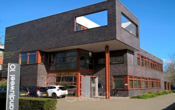 kantoorpand kantoorgebouw Veenendaal SKEPP voorgevel
