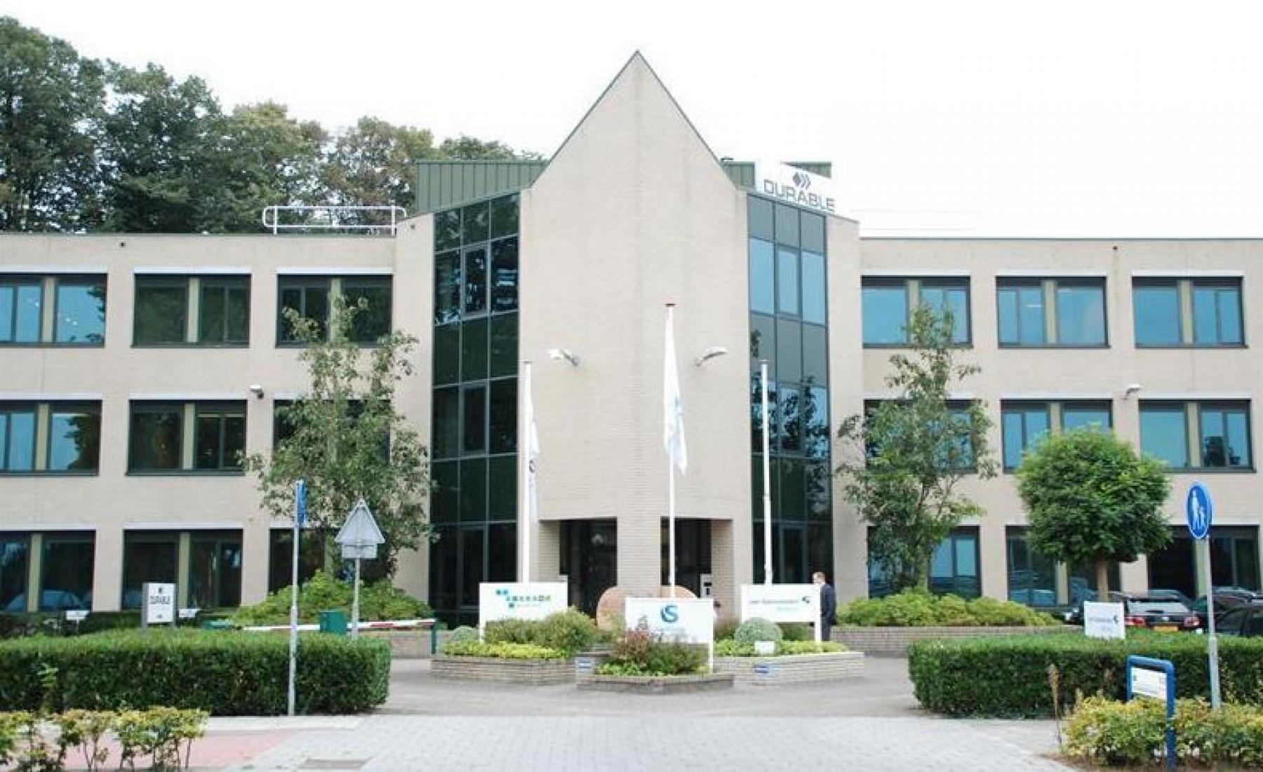 voorzijde kantoorgebouw waalwijk entree ingang representatief