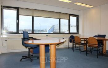 kantoorruimte woerden bureau stoelen