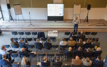 auditorium presentatie grote opkomst ict kantoorgebouw zoetermeer